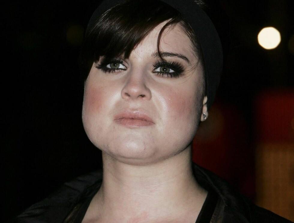 SJOKKERER: Kelly Osbourne viste frem vaginaen sin... Foto: All Over Press