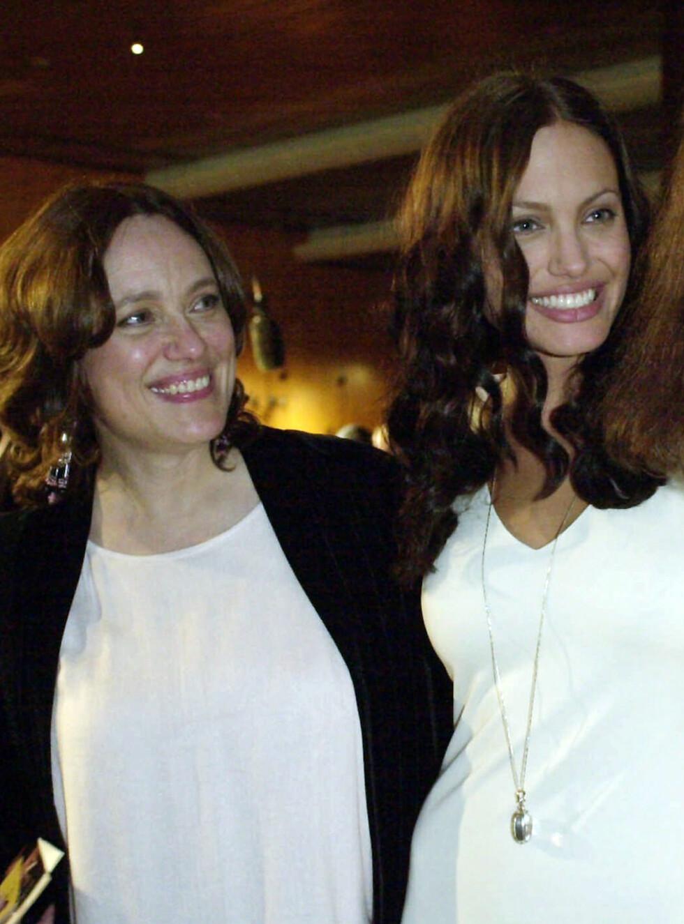 MOR OG DATTER: Angelina var svært glad i moren sin. Hun døde bare 56 år gammel. Foto: AP