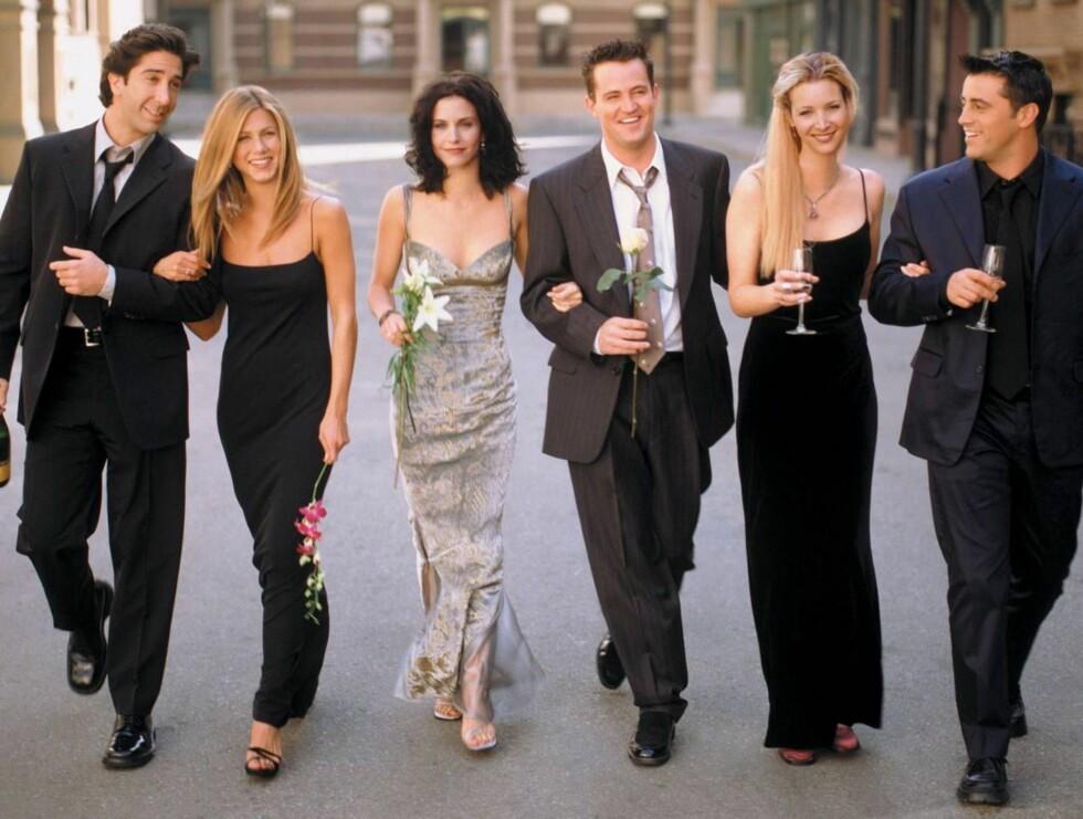 FRIENDS Courtney Cox slo for alvor igjennom som Monica Galler i Friends. Nå møter hun sin tidligere motspiller og venninne Jennifer Aniston til hete kyss i sin nye TV-serie Dirt. Foto: TV 2