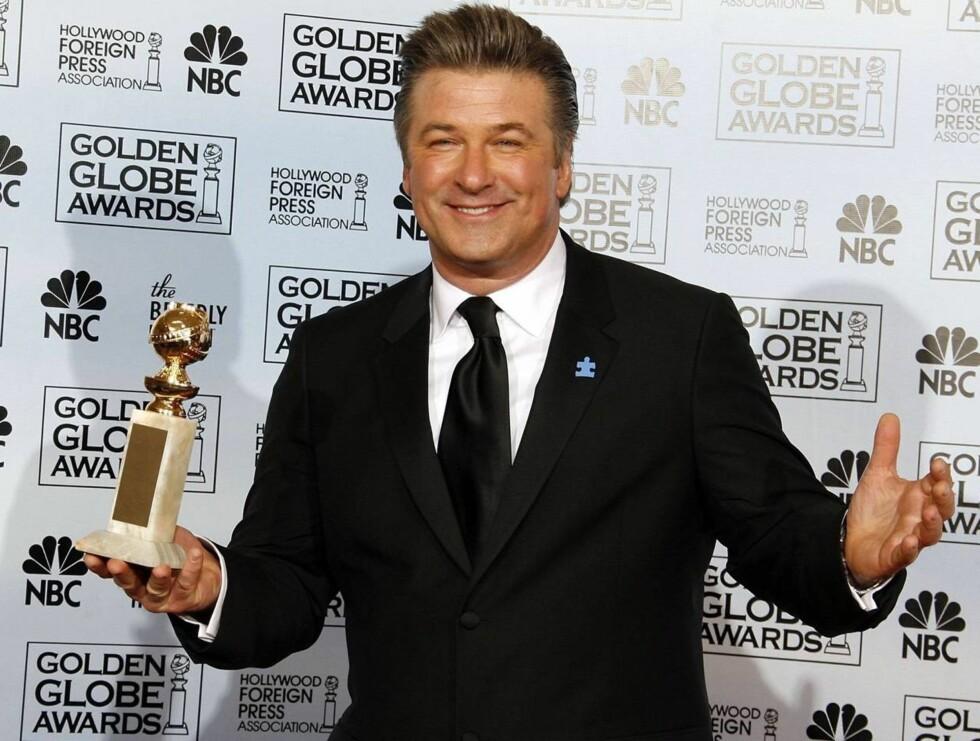 """GOD SOM GULL: Alec Baldwin ble belønnet med en Golden Globe-statuett for sin innsats i TV-serien """"30 Rock"""" 15. januar i år. Foto: All Over Press"""