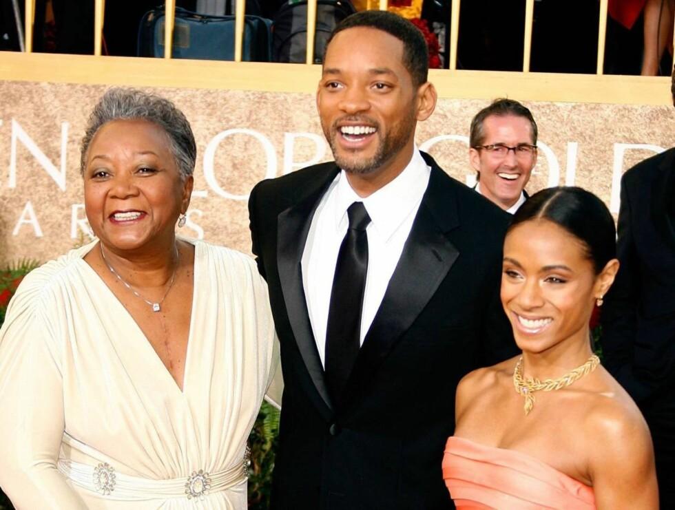 FAMILIETREFF: Will Smith med moren Caroline (t.v.) og kona Jada Pinkett Smith. Foto: stella