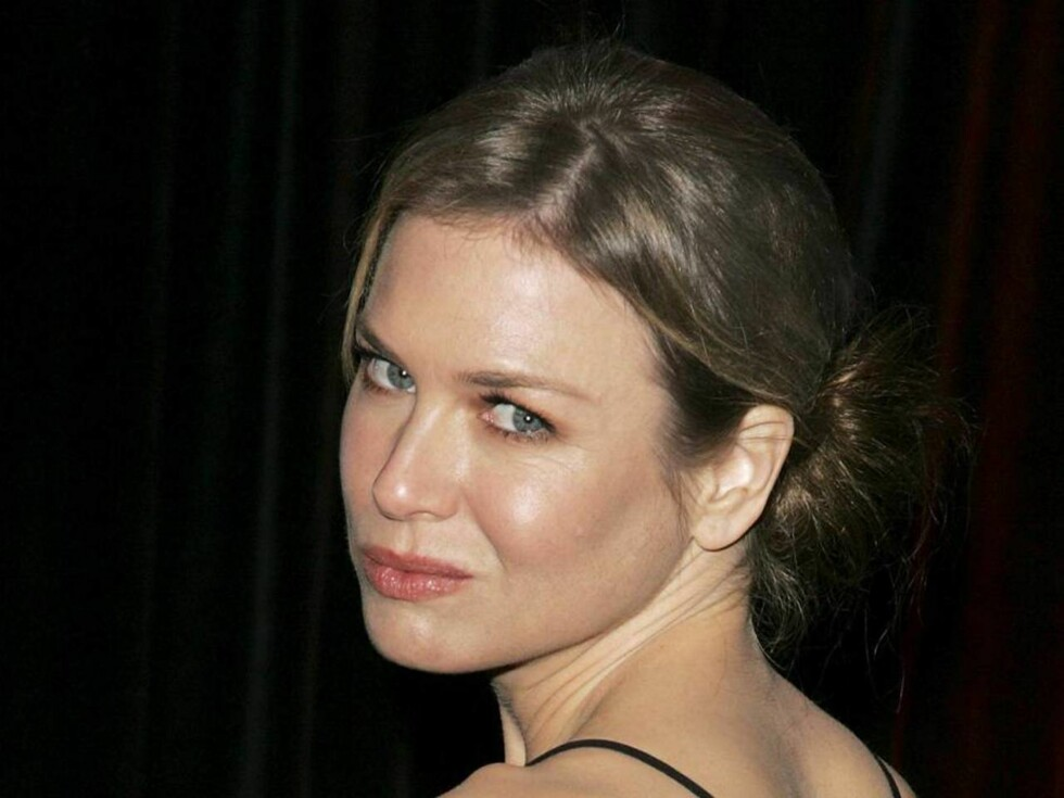 LONDON - FEBRUARY 19:  (UK TABLOID NEWSPAPERS OUT) Actress Renee Zellweger attends the Official BAFTA after show party following The Orange British Academy Film Awards (BAFTAs), at Grosvenor House Hotel on February 19, 2006 in London, England.  (Photo by Foto: All Over Press