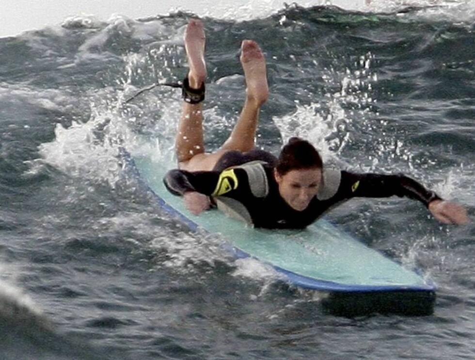 SURFEGLAD: Cameron fikk noen ekstra privattimer av surfe-verdensmesteren på Hawaii... Foto: All Over Press