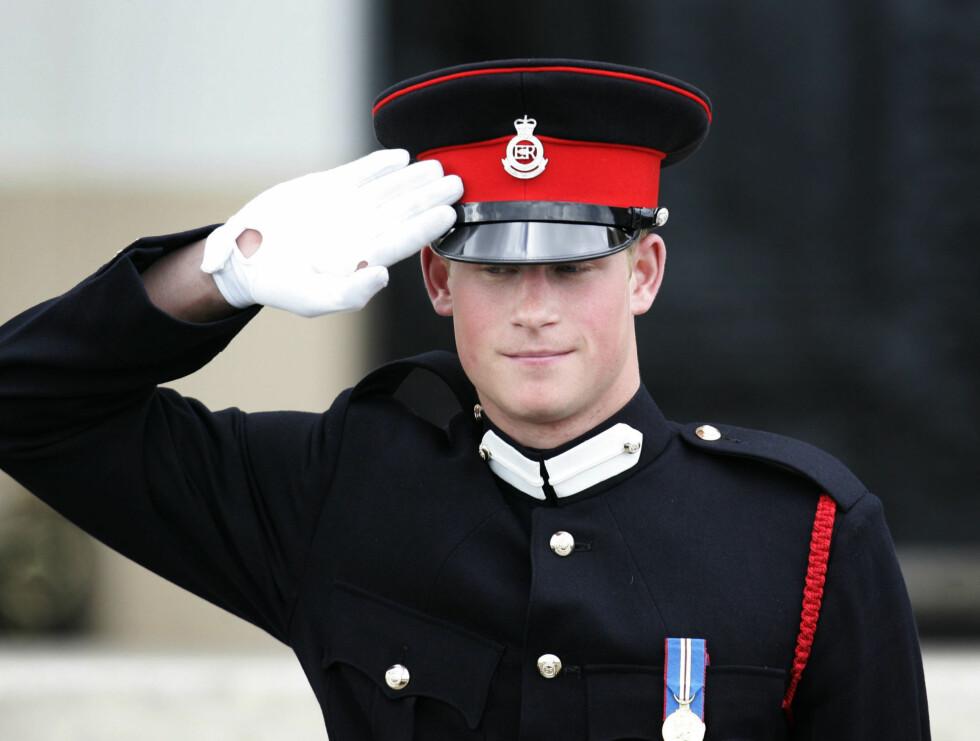 I BESTEMORS TJENESTE: Harry ble tidligere i år uteksaminert som offiser fra militærakademiet Sandhurst. Foto: AP