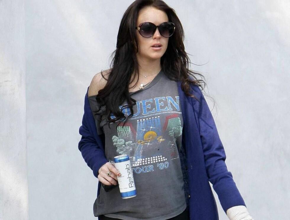 EDRU: Lindsays liv er i fare. Nå bør hun holde seg til favorittdrikken sin, Rehab. Foto: All Over Press