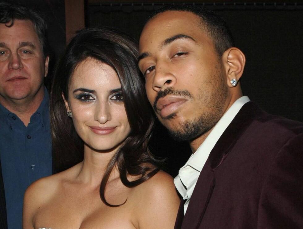 FESTET: Penelope Cruz fant tonen med rapperen Ludacris Foto: Stella Pictures
