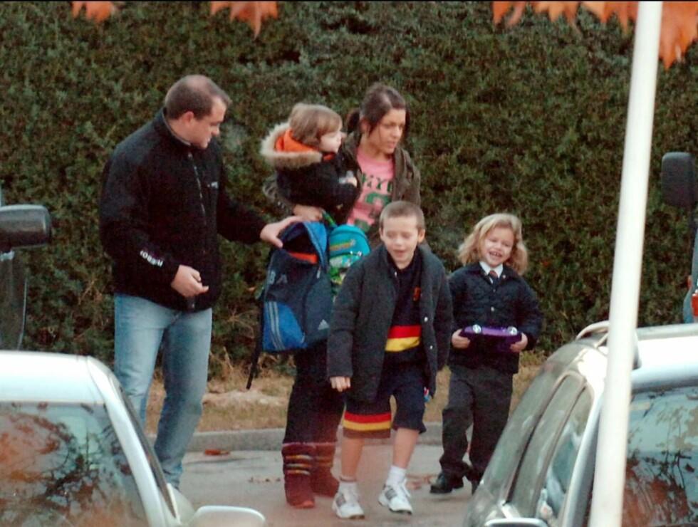GJENG: Cruz, Brooklyn og Romeo blir fulgt av Beckhams-familiens ansatte. Foto: Stella Pictures
