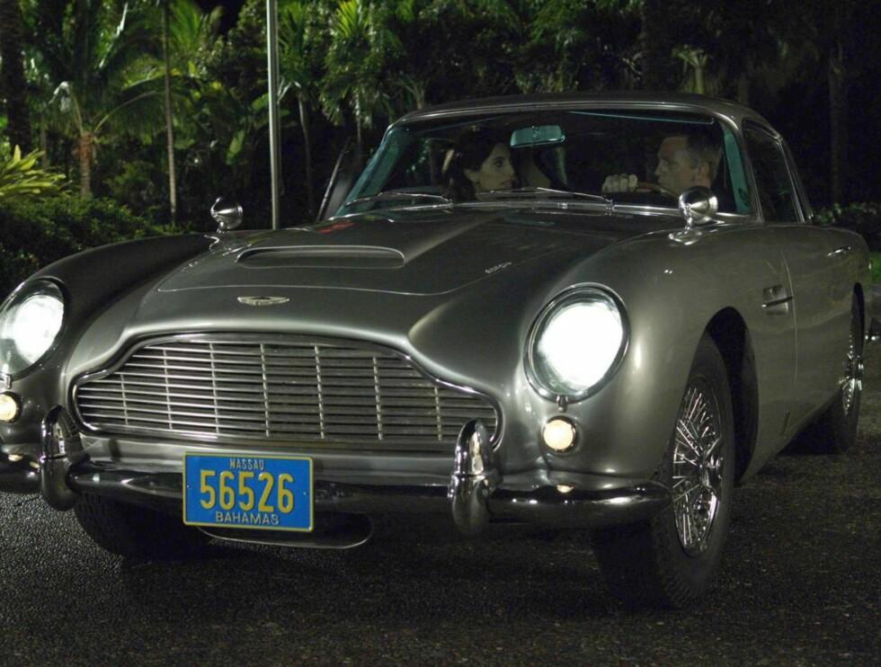"""BOND-BILEN: James Bond er fornøyd med sin Aston Martin i """"Casino Royale"""", men Øystein Stray Spetalens nye glis er noen hakk sprekere enn denne modellen... Foto: filmweb"""