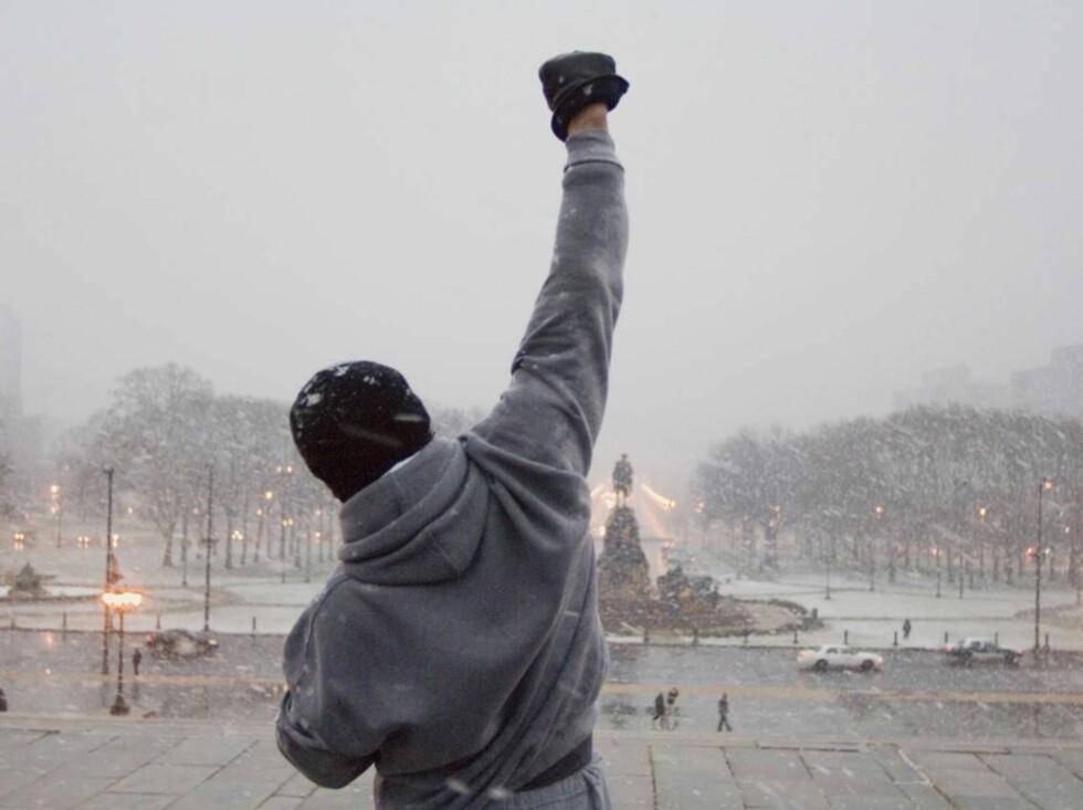 SLÅR TIL: Boksehanskene fra de tidligere Rocky-filmene er med på utstillingen i Washington DC. Foto: filmweb