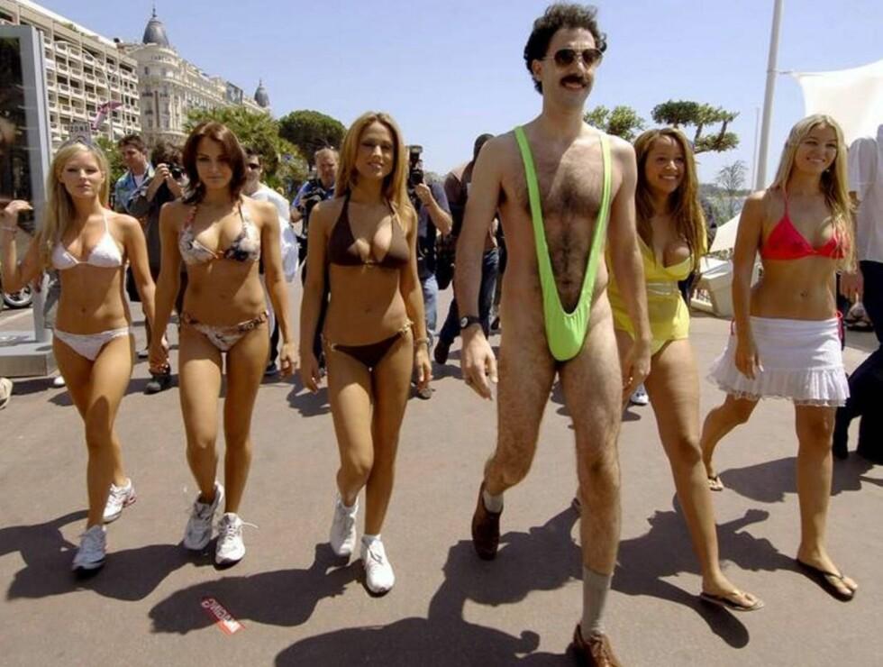 SLITEN: Borat koste seg stort da han fikk tusle rundt i badebuksa sammen med disse skjønnhetene, men mannen bak rollefiguren ble til slutt utbrent etter innsatsen. Foto: Stella Pictures