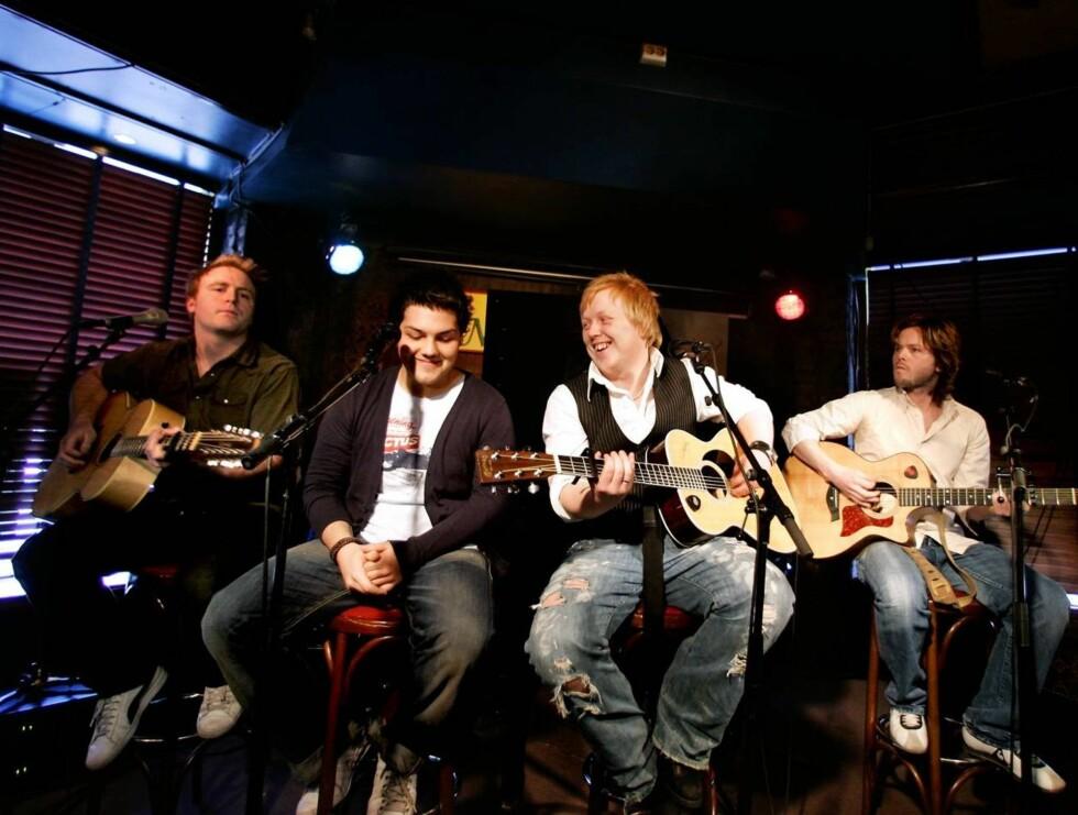 "POPULÆRE: Askil Holm, Alejandro Fuentes, Kurt Nilsen og Espen Lind har gjort stor suksess med ""De nye gitarkameratene"". Nå vil Alejandro ha pause. Foto: SCANPIX"