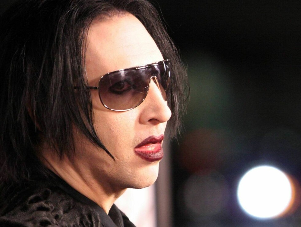 """Marilyn Manson poses for photographers as he arrives to the premiere of """"Running With Scissors,"""" Tuesday, Oct. 10, 2006, in Beverly Hills, Calif. (AP Photo/Rene Macura) Foto: AP/Scanpix"""