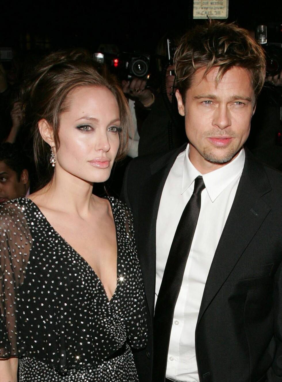 """SAMMEN: Angelina og Brad falt pladask for hverandre under innspillingen av """"Mr. & Mrs. Smith"""". Nå er de foreldre til tre - og koser seg i hjel. Foto: All Over Press"""