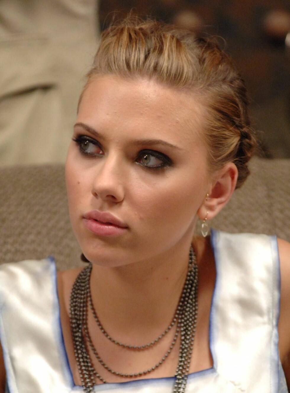 FLOTT: Scarlett Johansson er en av Hollywoods heteste poteter. Selv er hun svært uenig ... Foto: Stella Pictures
