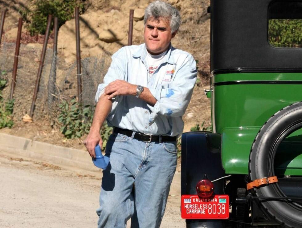 RULLER OPP ERMENE: Talkshowkongen ringer ikke redningstjenesten - han tar saken i egne hender. Foto: All Over Press