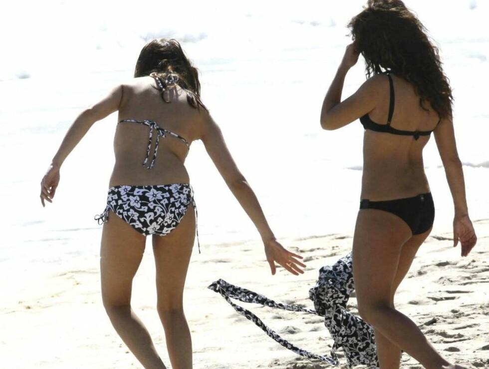 SEXY SØSTRE: Mange sperret opp øynene da Cruz-søstrene skulle ut å bade.. Foto: Stella Pictures