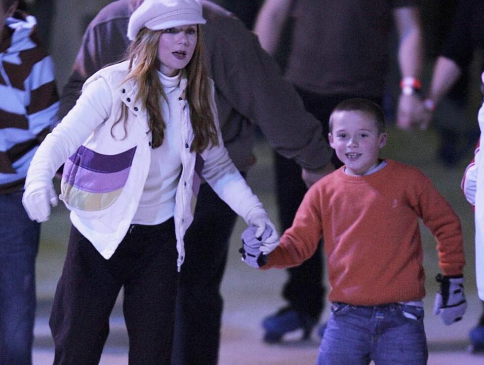 LEKETANTE: Brooklyn Beckham ser ut til å trives med mammas tidligere bandkollega. Foto: All Over Press