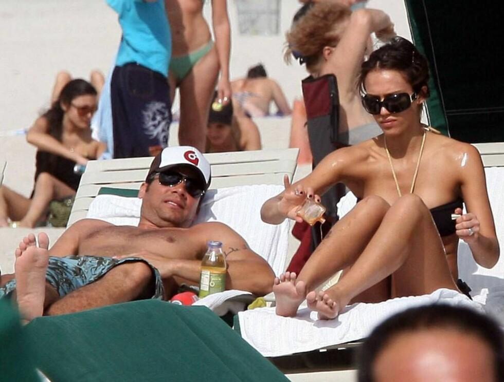 PENT PAR: Jessica og Cash - strandens hotteste par. Foto: Stella Pictures