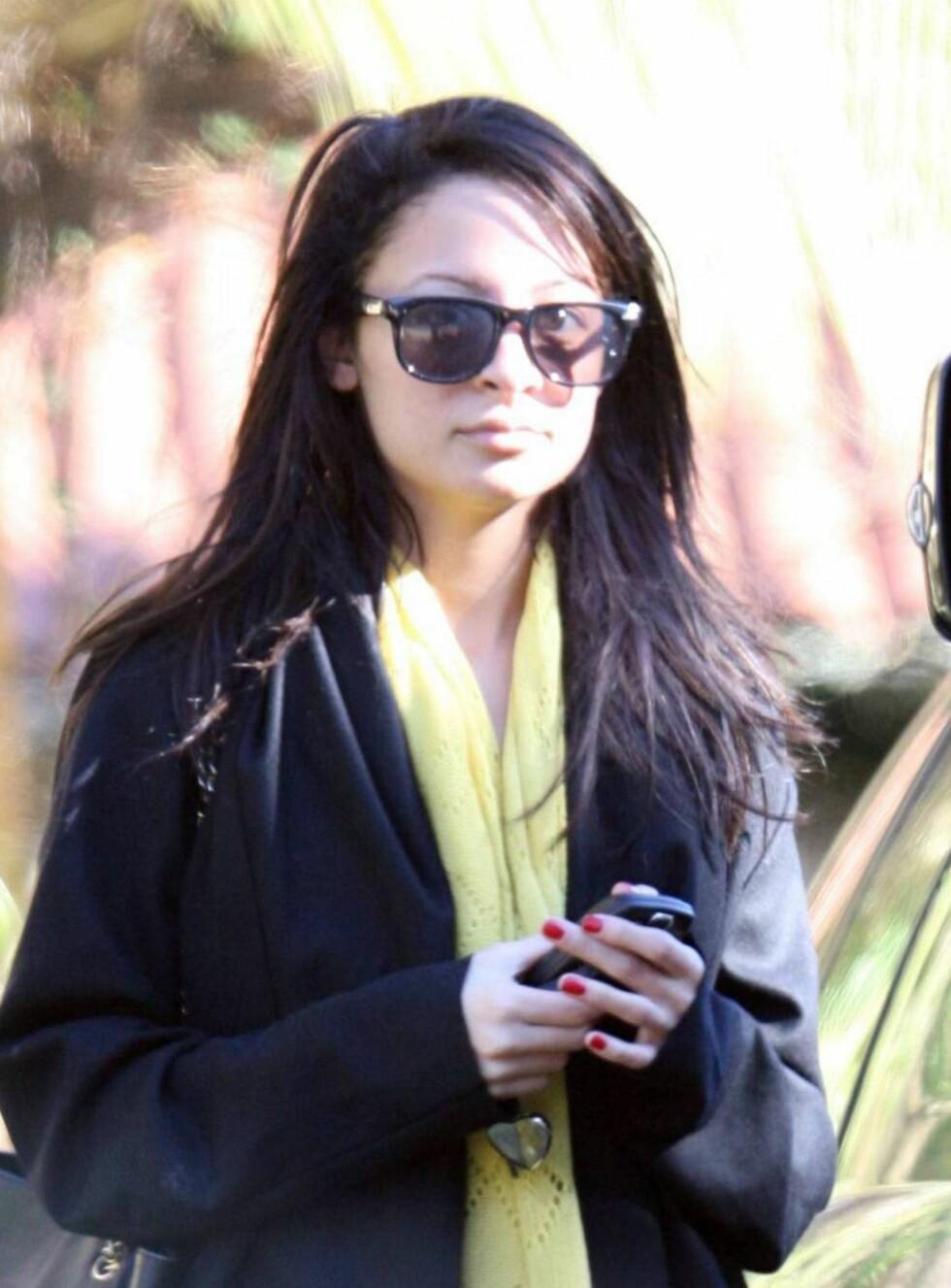 SKREMT: Nicole var virkelig ikke forberedt på å møte pressekorpset så tidlig på morgenen ... Foto: All Over Press