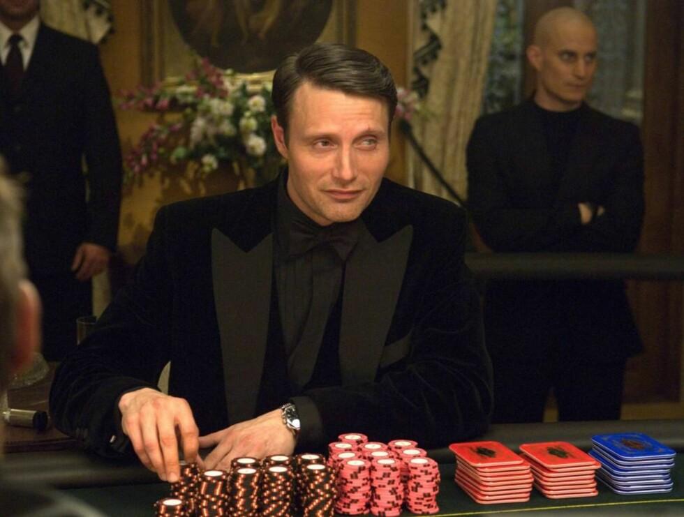 """UÆRLIG SPILL: Mads Mikkelsen spiller den ondskapsfulle pokerspilleren """"Le Chiffre"""" i Bond-filmen """"Casino Royale"""". Nå anmeldes han selv for ulovlig pokerspill... Foto: All Over Press"""