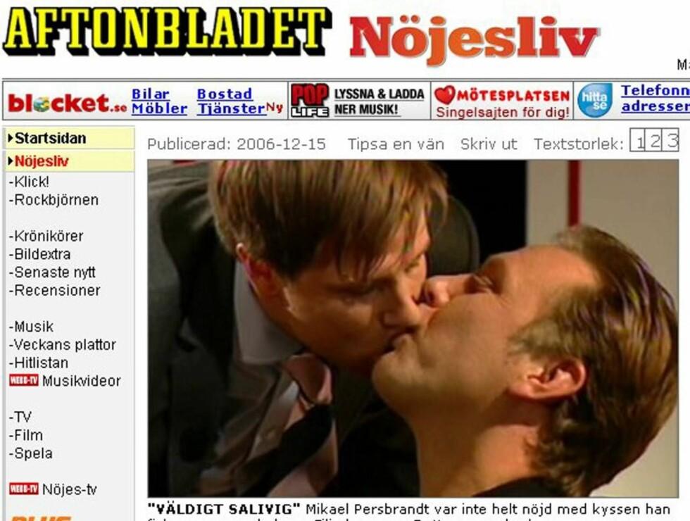 HEFTIG STEMNING: Mikael Persbrandt sa ikke nei da programleder Filip Hammar prøvde seg med et kyss. Foto: Faksimile, Aftonbladet