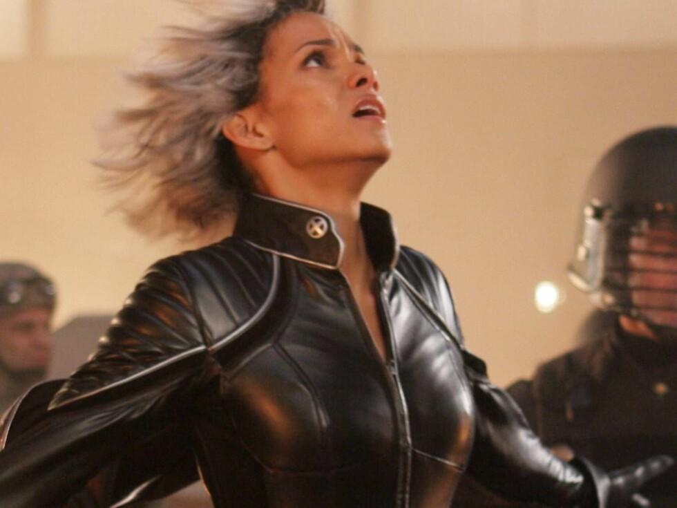 FULL GUFFE: Halle Berry elsker å kle seg ut som Storm på soverommet... Foto: Filmweb