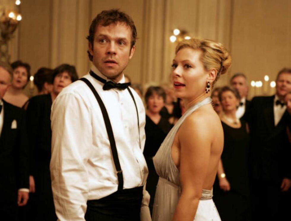 MIRAKEL-PAR: Christian spiller 35-årige Karsten som møter sin store kjærlighet, Victoria - spilt av Eva Röse.  Foto: FILMWEB