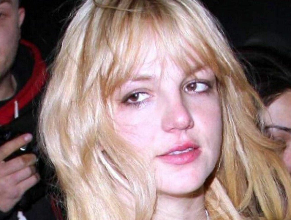 KASTET KLÆRNE: - Jeg er veldig fri, sier Britney og påstår hun gikk mye naken hjemme i oppveksten. Foto: All Over Press