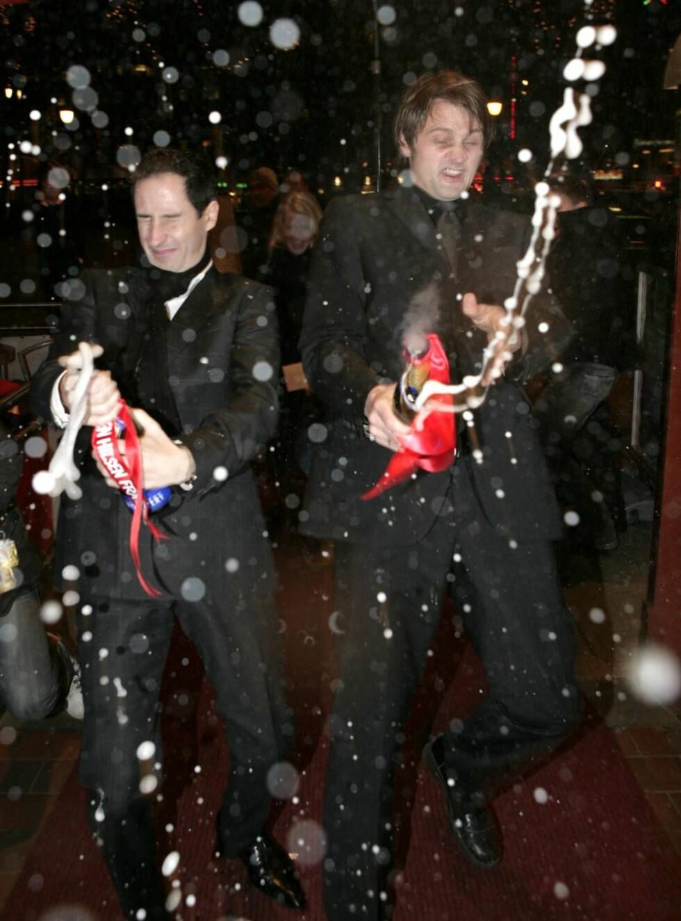SPRUT: Thomas og Harald lot finstas være finstas, og ristet løs på Se og Hør-champagnen. Foto: Se og Hør
