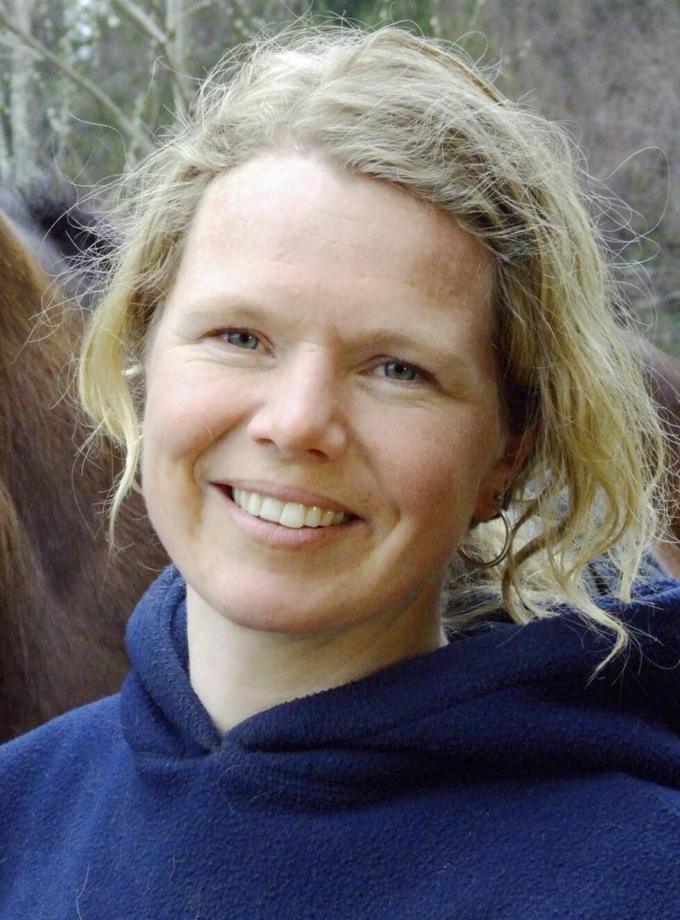 BONDEROMANTIKK: Anne Mæhlum forteller at hun aldri har hatt det bedre. For nå blomstrer romantikken! Foto: TV 2