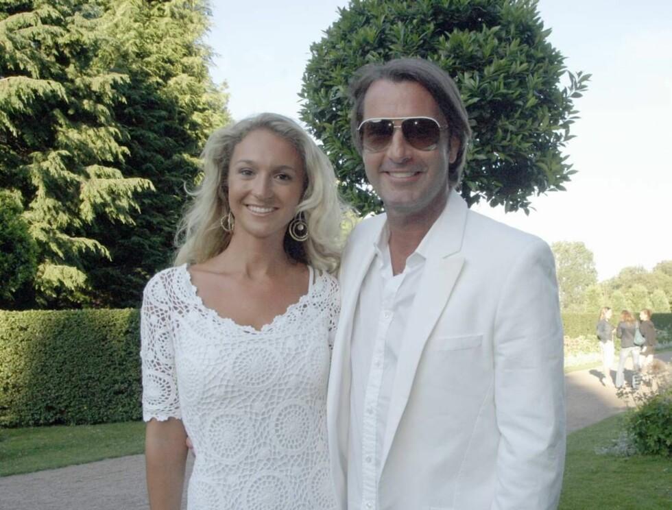 """Pia Haraldsen och Peter kom tillsammans till den officiella tennisfesten av Swedish Open i Båstad. De två var på väldigt bra humör och efter den festen på """"Norrvikens Trädgårdar"""" gick de vidare till innekrogen """"Peppes Bodega"""" i Båstad där de dra"""