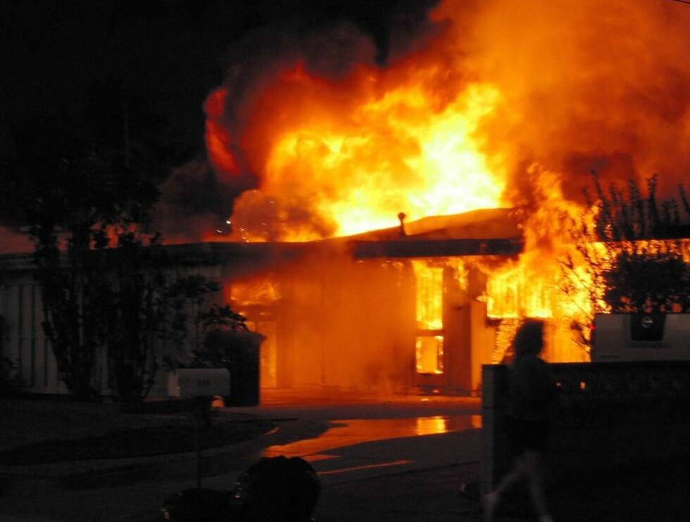 I FLAMMER: Skuespillerinnens hus på Hawaii ble totalskadet i brannen. Foto: STELLA PICTURES