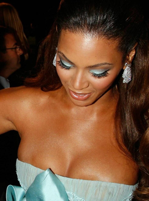 OOPS!: Beyonce må ta en ekstra sjekk på sitt frontparti! Foto: All Over Press