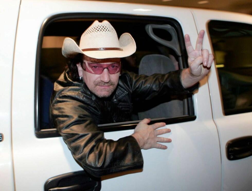 HERRE, MIN HATT: Bono har mange hodeplagg, men dette er vel ikke favoritten? Foto: All Over Press