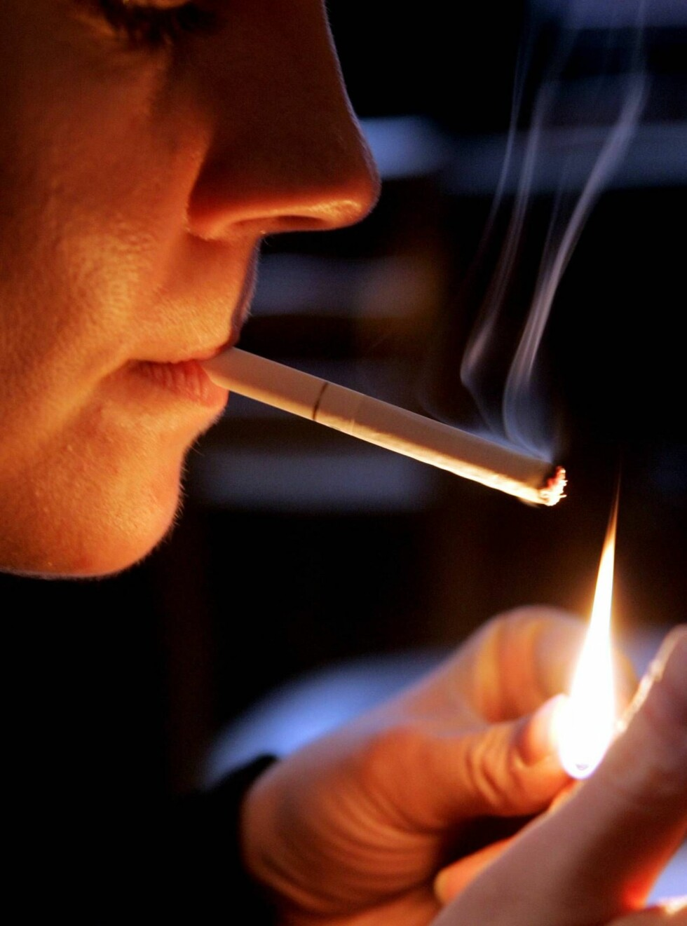 RØYKER: Pasienter som ønsket å stumpe røyken, fikk Viagra på resept. Foto: AP/Scanpix