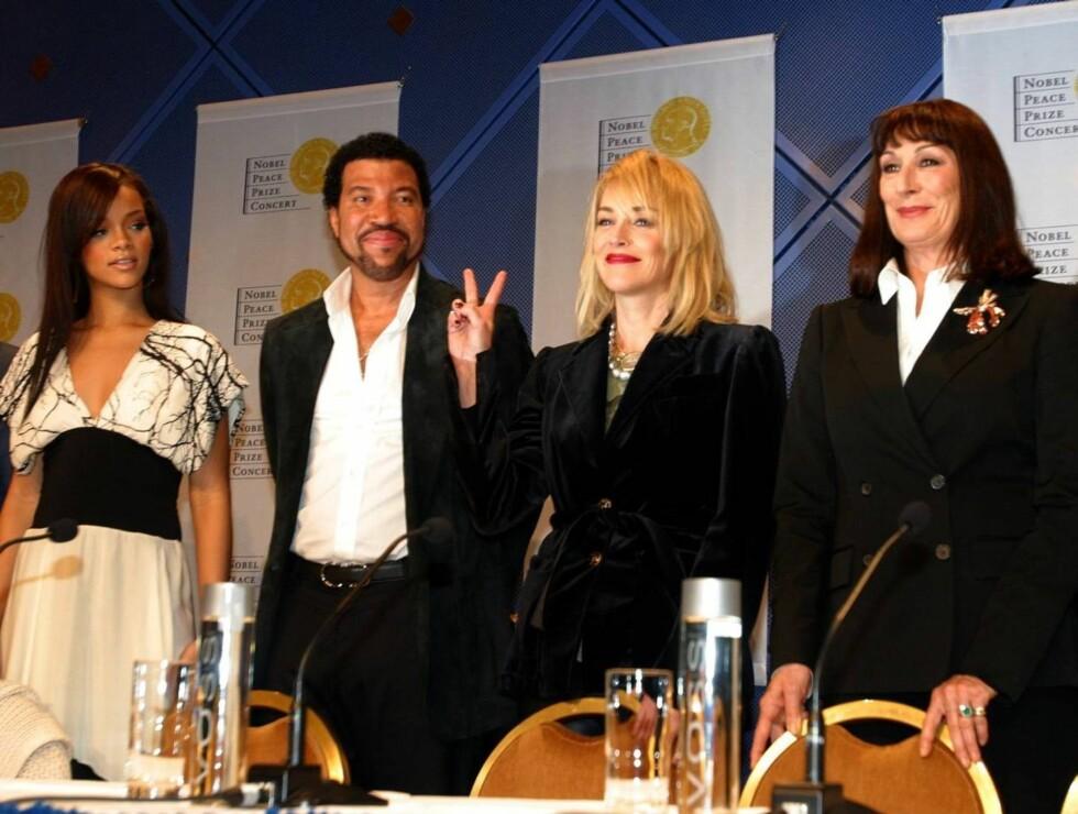 SAMLET: Rihanna, Lionel, Sharon og Anjelica. Foto: AP/Scanpix
