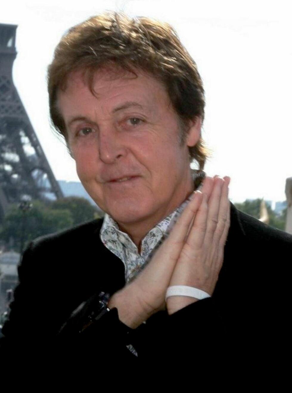 GLAD: Paul McCartney kan endelig trekke på smilebåndet. Fredag ble han bestefaren til Bailey. Foto: AP/Scanpix