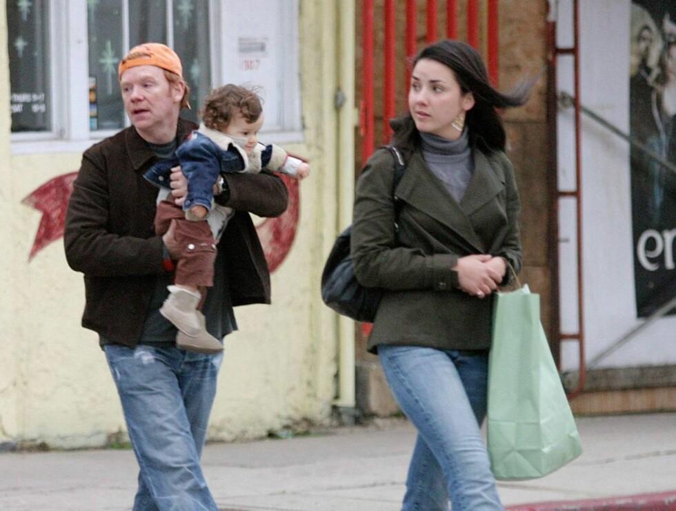 UT PÅ TUR: David Caruso hadde med seg sønnen Anthony og kjæresten Lisa Marquez på shopping. Foto: Stella Pictures