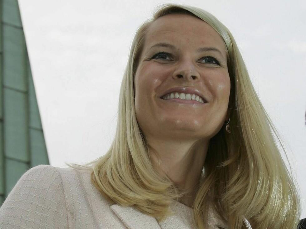 HÅNDPLUKKER VENNER OG ANSATTE: Kronprinsesse Mette-Marit.. Foto: All Over Press