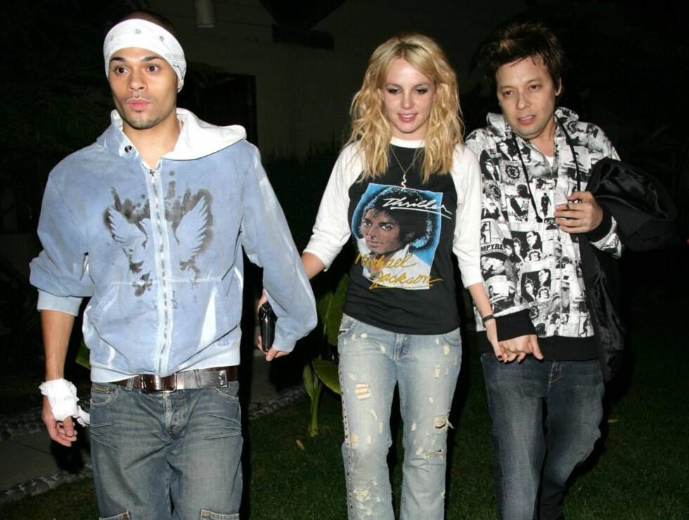 KLAR FOR NACHSPIEL?: Britney har fått på seg kameratens klær. Foto: All Over Press