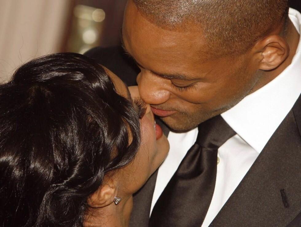 KOM HER, SØTA: Will er heftig forelsket i sin vakre kone. Foto: STELLA PICTURES