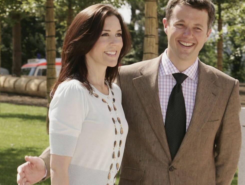 LYKKELIGE: Kronprinsesse Mary og Kronprins Frederik har sønnen Christian (1) og venter sitt andre barn våren 2007. Foto: All Over Press