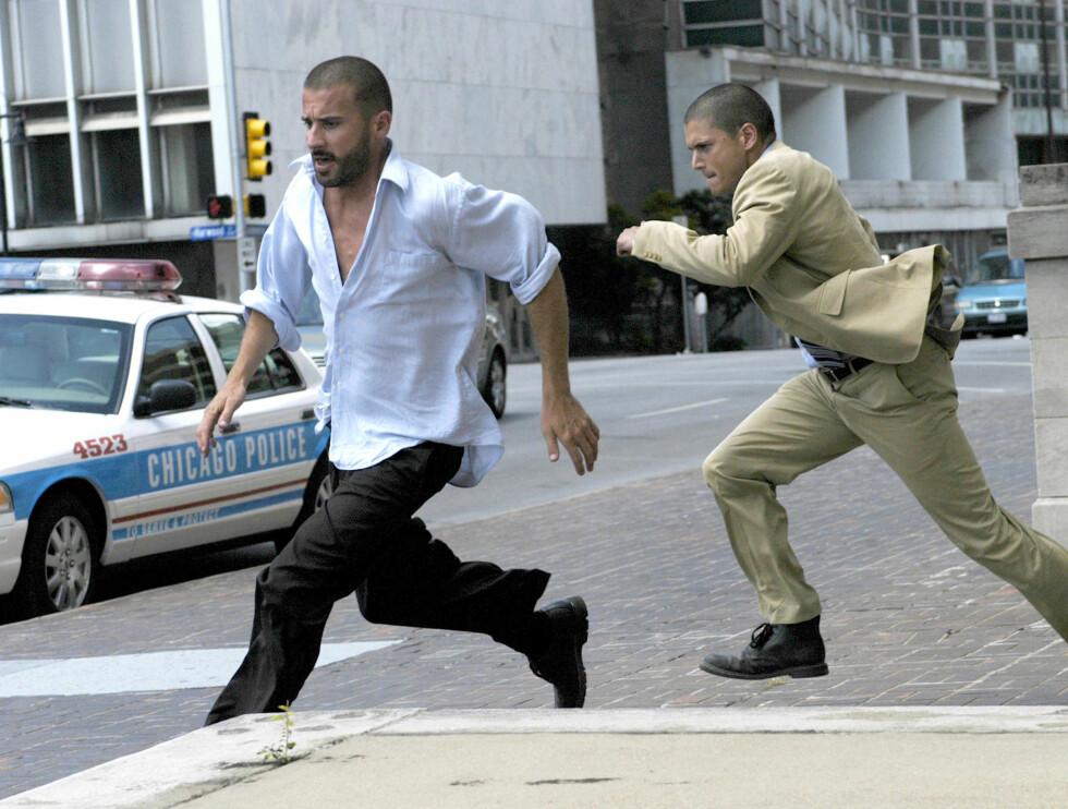 """HØYT TEMPO: Dominic Purcell og Wentworth Miller spiller brødre på rømmen i """"Prison Break"""". Foto: TV3"""