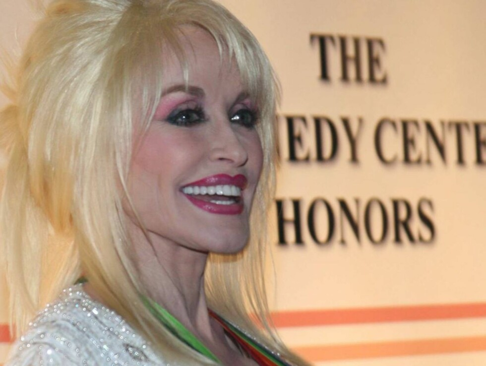 HEDRET: Dolly Parton ble hedret for sin innsats som counrty-artist.. Foto: All Over Press