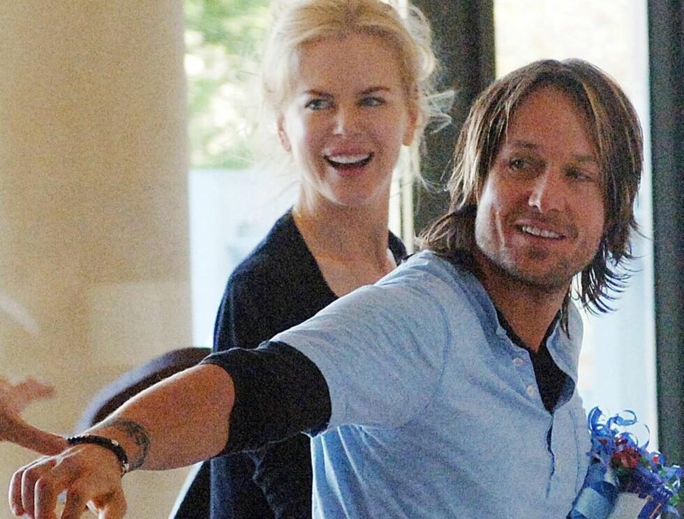 GJENSYN: Etter en kjapp lunsj måtte Nicole dra fra sin tørrlagte ektemann. Foto: AP/Scanpix