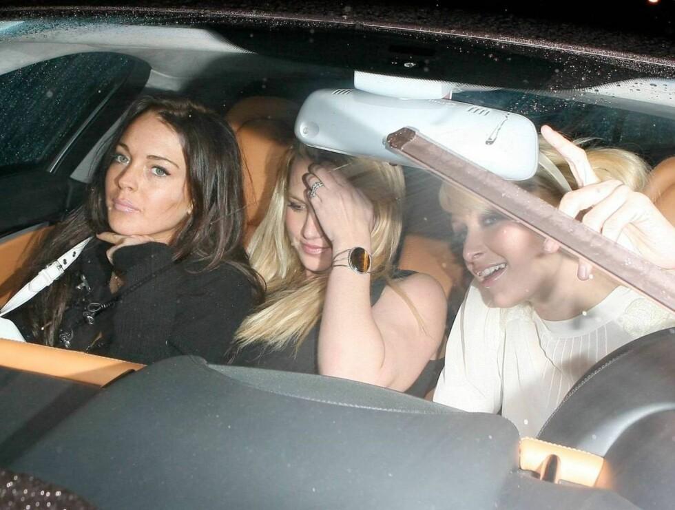 TRIO TRUSELØS: Lindsay, Britney og Paris hyller singellivet på byen. Foto: All Over Press