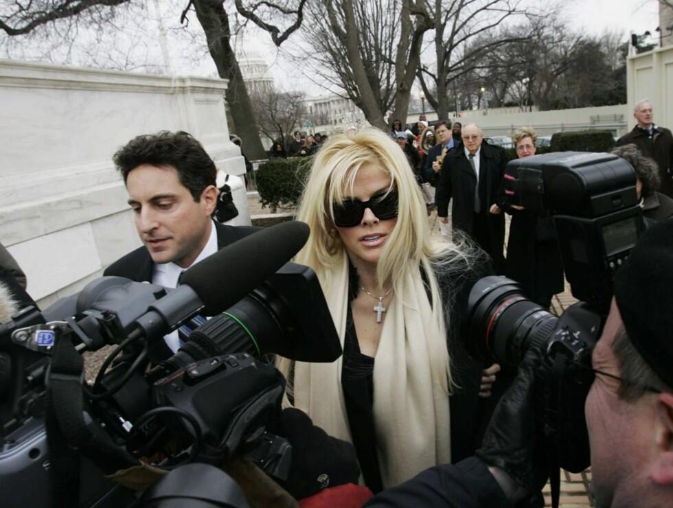 PRESSE: Smith har vært i rampelyset i mangfoldige år. Skandalene har nemlig stått i kø for den tidligere Playboy-modellen. Foto: AP/Scanpix