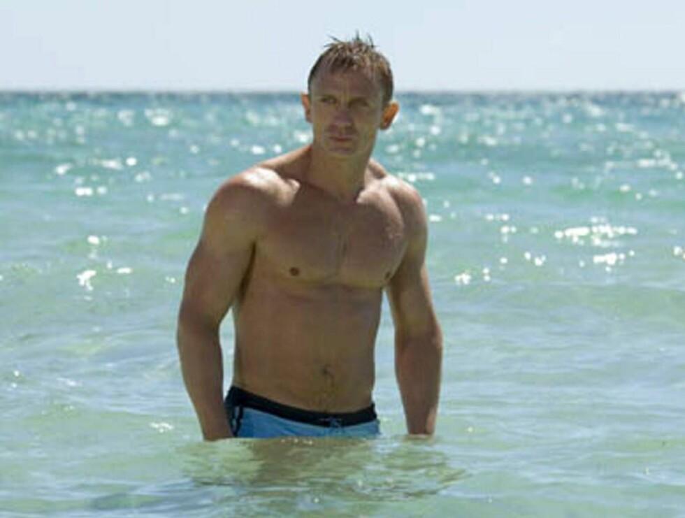 """TØFF: Daniel Craig la på seg ti kilo med muskler før innspillingen av """"Casino Royale"""". Det synes... Foto: Filmweb"""