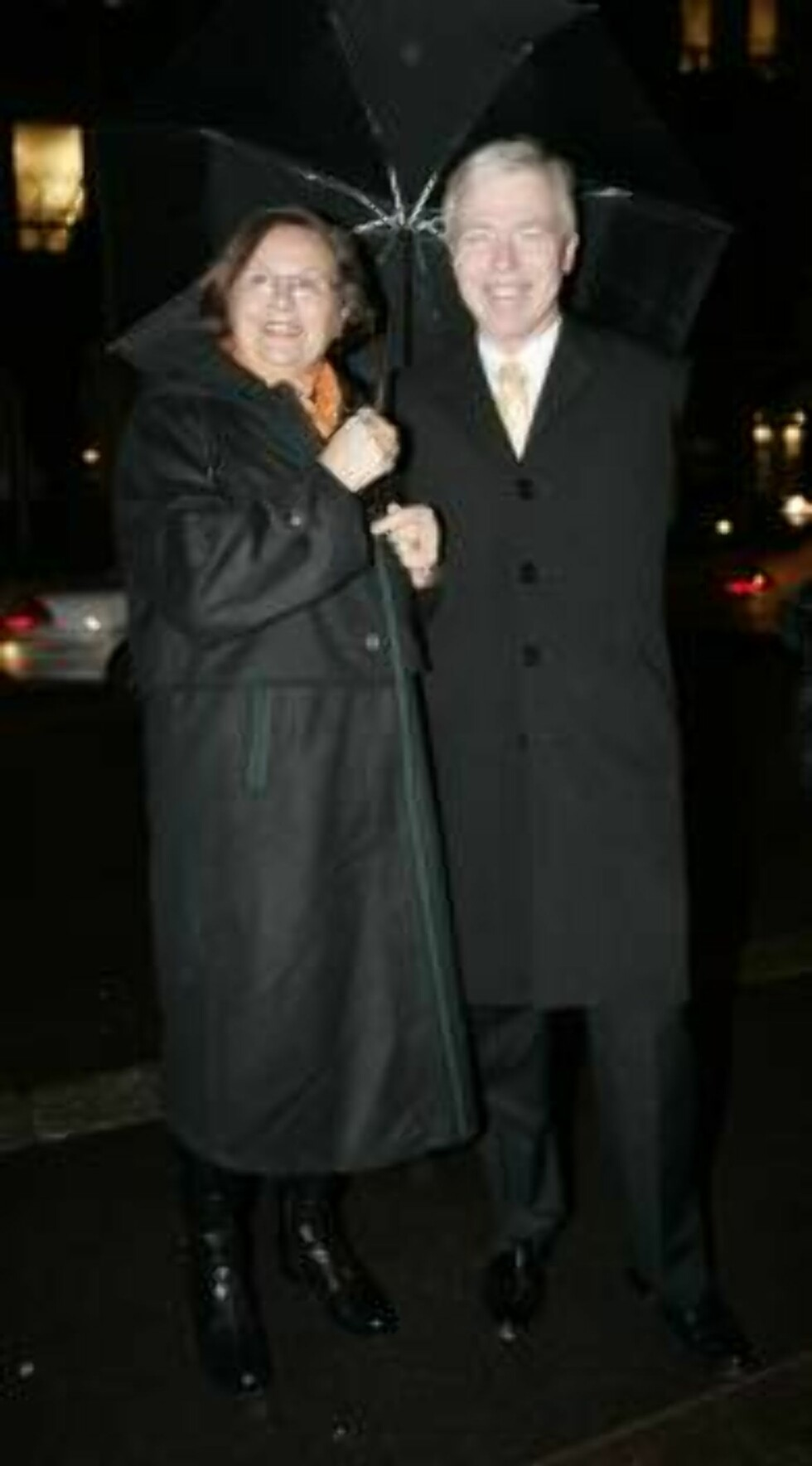 OSLO 2006-11-23; PREMIER MOTEBUTIKKEN LOUIS VUITTON I OSLO.  HER CATO ZAHL PEDERSEN OG KONA  FOTO: MARIUS GULLIKSRUD CODE 5008 COPYRIGHT STELLA PICTURES. Foto: STELLA PICTURES