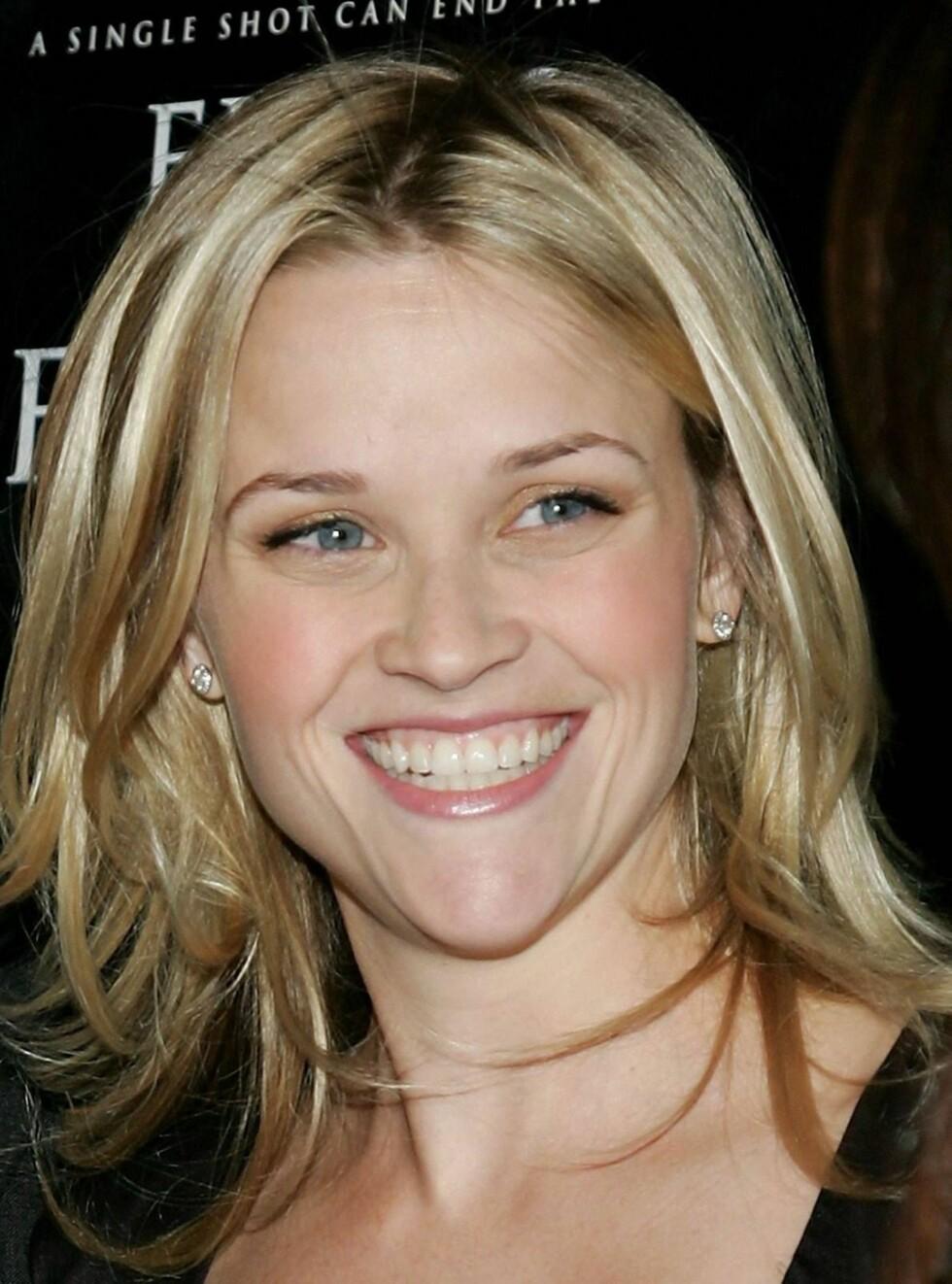 SMILER IGJEN: Reese skal ha funnet trøst hos Jake Gyllenhaal i den tunge tiden etter skilsmissen. Foto: All Over Press